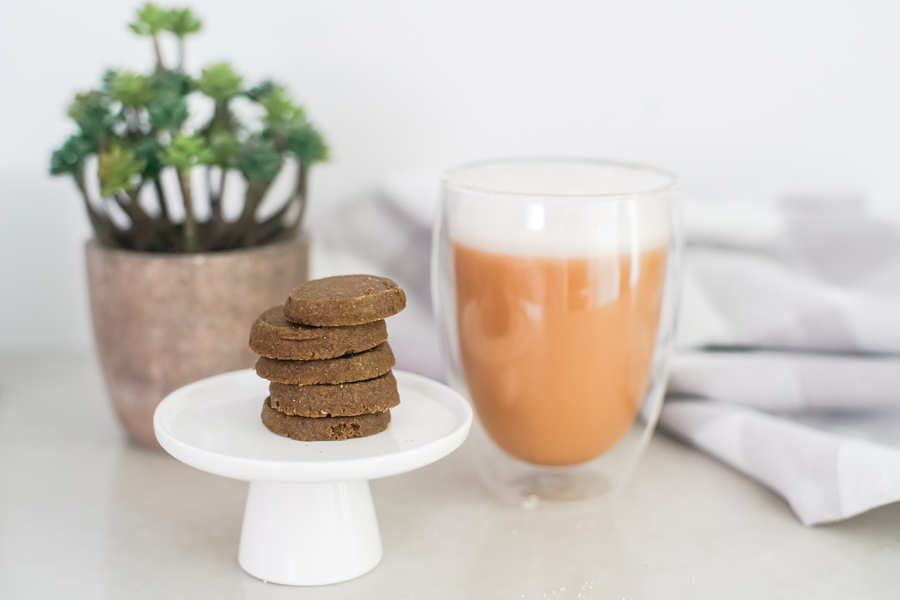 Shortbread hojich cookies and hojicha latte
